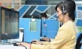 Agen contact center Halo BCA sedang melayani nasabah