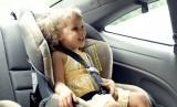 Anak di dalam mobil.