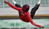 Atlet DKI Jakarta Nadia Anggraini melompat pada pertandingan nomor lompat tinggi putri PON XIX