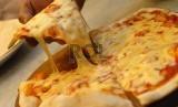 Bagaimana cara seseorang melahap pizza berpengaruh dengan tipe kepribadian, apakah Anda makan dari tepian pizza atau dengan tangan ketimbang garpu dan pisau? Faktor tersebut memengaruhi tipe kepribadian.