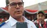 Dirjen Perkeretaapian Kementerian Perhubungan Zulfikri menjelaskan mengenai tarif light rail transit (LRT) Palembang di Pelabuhan Boom Baru, Jumat (20/4).
