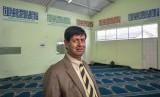 Dr Taj Hargey di masjid khusus gay yang didirikannya di cape Town.