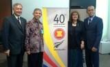 Duta Besar Selandia Baru untuk Indonesia Dr Trevor Matheson, Ketua Umum Masyarakat Energi Terbarukan Indonesia Surya Darma (kedua dari kiri)