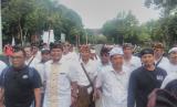 Forum Rakyat Bali (ForBali) salah satu yang mengikuti aksi Tolak Reklamasi Teluk Benoa menolak kehadiran salah satu pasangan calon gubernur dan wakil gubernur Bali yang datang ke lokasi.