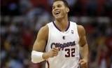 Forward Los Angeles Clippers, Blake Griffin, melepaskan senyum usai sukses melesakkan lemparan tiga poin saat menghadapi LA Lakers di laga NBA di Los Angeles, California, Ahad (7/4).