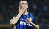 Gelandang Inter Milan Ivan Perisic melakukan selebrasi setelah menjebol gawang Chievo.
