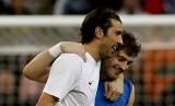 Gianluigi Buffon dan Iker Casillas.