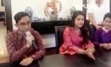 Gibran Rakabuming Raka (kiri) saat menjelaskan persiapan pernikahan adiknya, Kahiyang Ayu Putri dengan Bobby Nasution