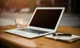 Jangan hanya terpaku di tempat duduk selama di kantor, sejumlah aktivitas tetap bisa dilakukan agar tetap aktif meski di tempat kerja.