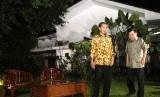 Jokowi dan Jusuf Kalla menggelar konferensi pers di rumah Dinas Gubernur, Jakarta, Kamis (21/8) malam WIB.