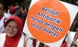 Kampanye menyuarakan menutup apotek tanpa apoteker, Indonesia bebas obat palsu, Indonesia bebas obat kedaluwarsa, dan Indonesia bebas narkoba. (Ilustrasi)