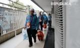 Kedatangan jamaah haji kloter 16 asal Banten di embarkasi Pondok Gede, Jakarta Timur.