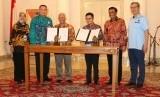 Kerja sama pembiayaan BNI Syariah dan Transjakarta.