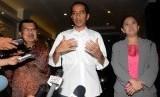 Ketua DPP PDIP Puan Maharani (kanan) bersama Jokowi dan JK.