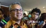 Ketua KPU,  Arief Budiman,  usai pemaparan materi Persiapan Pilkada Serentak 2018 di Sahid Jaya Hotel,  Jakarta,  Selasa (20/2). KPU mengingatkan bahwa parpol tidak boleh berkampanya untuk Pemilu sebelum 23 September.