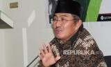 Ketua Umum ICMI (Ikatan Cendekiawan Muslim Indonesia) Jimly Asshidddiqie sedang menyampaikan konferense persnya di Jaakrta, Rabu (18/10).