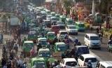 Lalu lintas Bogor yang padat membuat Pemkot Bogor berwacana mengurangi mobil pribadi pada tahun 2017.