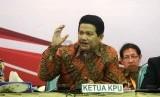 Ketua KPU Husni Kamil Manik (tengah) memimpin Rapat Pleno Terbuka Rekapitulasi Hasil Penghitungan Perolehan Suara Peserta Pemilu Presiden dan Wakil Presiden Tahun 2014 di Gedung KPU, Jakarta, Selasa (22/7). ( Republika/Agung Supriyanto)