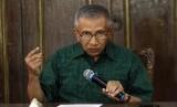 Mantan Ketua Umum Partai Amanat Nasional (PAN), Amien Rais memberikan pernyataan sikap kepada wartawan di kediamannya, Sleman, Kamis (3/9).  (Antara/Regina Safri)