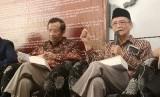 Mantan ketum PP Muhammadiyah Buya Syafii Maarif didampingi mantan ketua MK Mahfud MD. saat