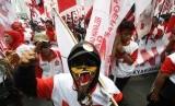 Massa pendukung Prabowo - Hatta Rajasa melakukan aksi unjuk rasa di Bundaran Hotel Indonesia, Jakarta, Kamis (21/8).