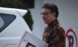Mendagri Tjahjo Kumolo bergegas seusai bertemu Presiden Joko Widodo di Istana Merdeka, Jakarta, Kamis (16/2).