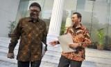 Mendagri Tjahjo Kumolo (kiri) berdiskusi dengan Gubernur DKI Basuki Tjahaja Purnama (kanan).