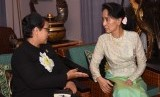 Foreign Affairs Minister Retno Marsudi met with State Counsellor Aung San Suu Kyi to discuss recent situation in Rakhine State, Myanmar. Indonesian President Joko Widodo has given instruction to Retno to visit Myanmar to prepare long-term resolution for Rohingya conflict.