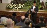 Presiden Joko Widodo memberikan sambutan pada peringatan Nuzulul Quran yang dihadiri Presiden Joko Widodo dan Wapres Jusuf Kalla di Istana Negara, Jakarta, Jumat (3/7).  (Antara/Yudhi Mahatma)