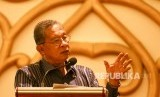 Menteri Kordinator Perekonomian Darmin Nasution berbicara dihadapan peserta Rapat Kerja Nasional (Rakernas) Pusat Inkubasi Bisnis Syariah Majlis Ulama Indonesia (Pinbas MUI) di Palembang, Sumatera Selatan, Rabu (14/2).