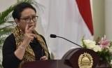 Menteri Luar Negeri Retno Marsudi memaparkan pencapaian tiga tahun politik luar negeri Kabinet Kerja di Gedung Pancasila, Kementerian Luar Negeri, Jakarta, Kamis (26/10).