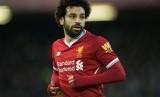 Saat Mohamed Salah Rangkul Kiper Watford