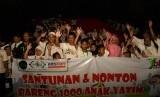 """NU Care-LAZISNU menggelar """"Santunan dan Nonton Bareng 1000 Anak Yatim"""", Ahad (1/10)."""