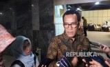 Pakar Hukum Tata Negara, Refly Harun sesaat setelah menghadiri Rapat Dengar Pendapat bersama Komisi II DPR-RI tentang Perppu Ormas di Gedung Nusantara, Komplek Parlemen Senayan, Rabu, (18/10).