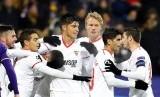 Para pemain Sevilla merayakan gol Ganso ke gawang Maribor.