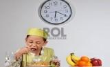 Pastikan buah dan sayur masuk dalam menu harian anak untuk memenuhi kebutuhan seratnya.