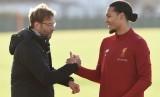 Pelatih Liverpool Juergen Klopp dan pemain anyar the Reds Virgil van Dijk.