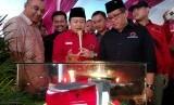 Peletalan batu pertama pembangunan Kantor DPC PDI Perjuangan di Tangerang, Ahad (22/4).