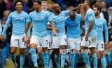 Pemain Manchester City merayakan gol kelima mereka ke gawang Crystal Palace pada pertandingan Liga Primer Inggris di Etihad Stadium, Sabtu (23/9) malam.