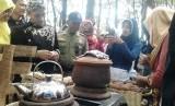 Pemkab Batang menggelar minggon Jatinan yang berlangsung di Hutan Kota Rajawali Batang Minggu ( 22/4/18 ).