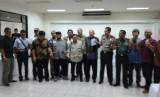 Perwakilan Ormas beserta panita KKR dan kepolisian berfoto bersama usai audiensi, Selasa (6/12).