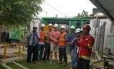 PGN menyalurkan gas alam ke pabrik shoun di Cirebon.