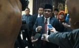 Plt Gubernur DKI Jakarta, Sumarsono (tengah)