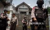 Polisi melakukan penjagaan (ilustrasi)