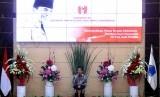 Presiden Joko Widodo memberikan sambutan pada pembukaan Kongres XX Gerakan Mahasiswa Nasional Indonesia (GMNI) di Manado, Sulawesi Utara, Rabu (15/11).