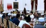 Presiden Joko Widodo menerima ulama dan pengurus Jamaiyah Batak Muslim Indonesia (JBMI) di Istana Merdeka