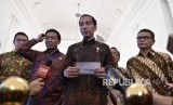 President Joko Widodo (center) answers reporters questions after stating Indonesian stance against US decision to recognized Jerusalem as Israel's capital, at Bogor Presidential Palace, West Java, on Thursday (December 7).