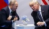 Presiden Rusia Vladimir Putin dan Presiden AS Donald Trump.
