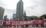 Puluhan massa yang tergabung dalam Aliansi Masyarakat Sipil untuk Toleransi melakukan aksi damai memperingati hari toleransi Internasional di Bundaran HI, Jakarta.