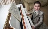 Sarjana musik termuda Curtis Elton (11 tahun) dari Trinity College London